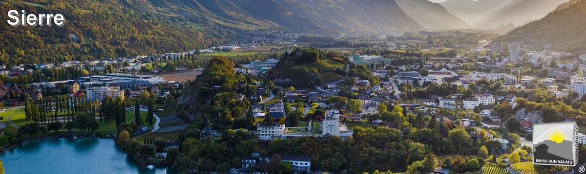 Swiss Sun Valais ® vue aérienne de la ville de Sierre. 1er réseau immobilier du Valais ®